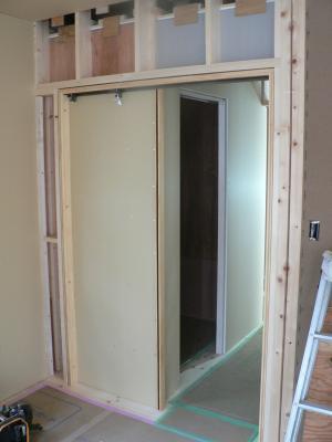 Construction cloison avec porte coulissante